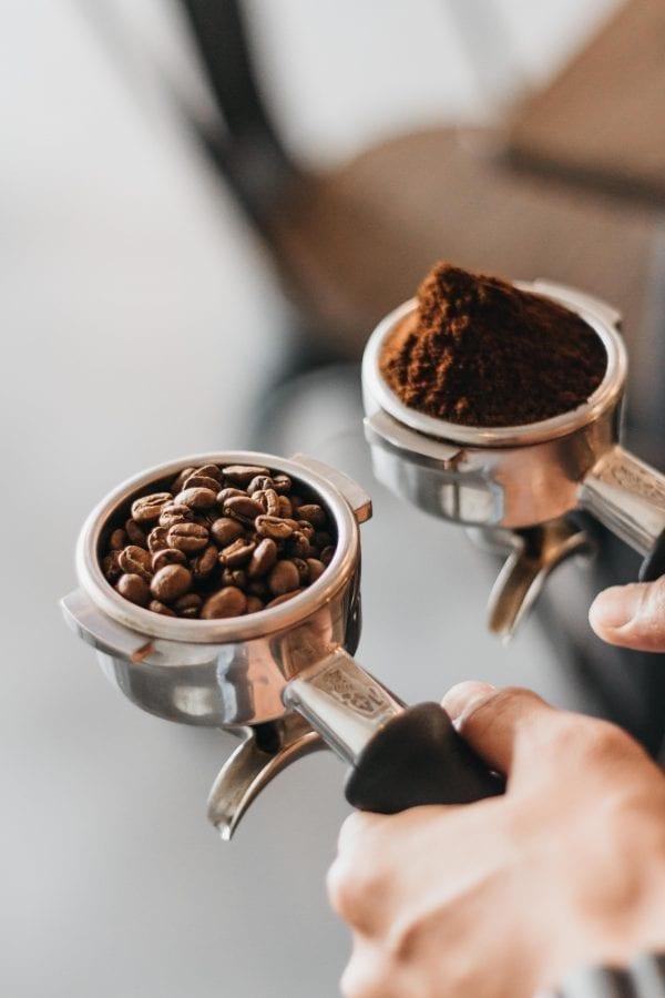 Sowohl die Bohnen als auch der Mahlgrad beeinflussen den Geschmack des Kaffees.