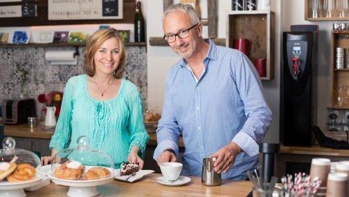 VogelMaier-Christiane und Stefan in ihrem Coffeeshop