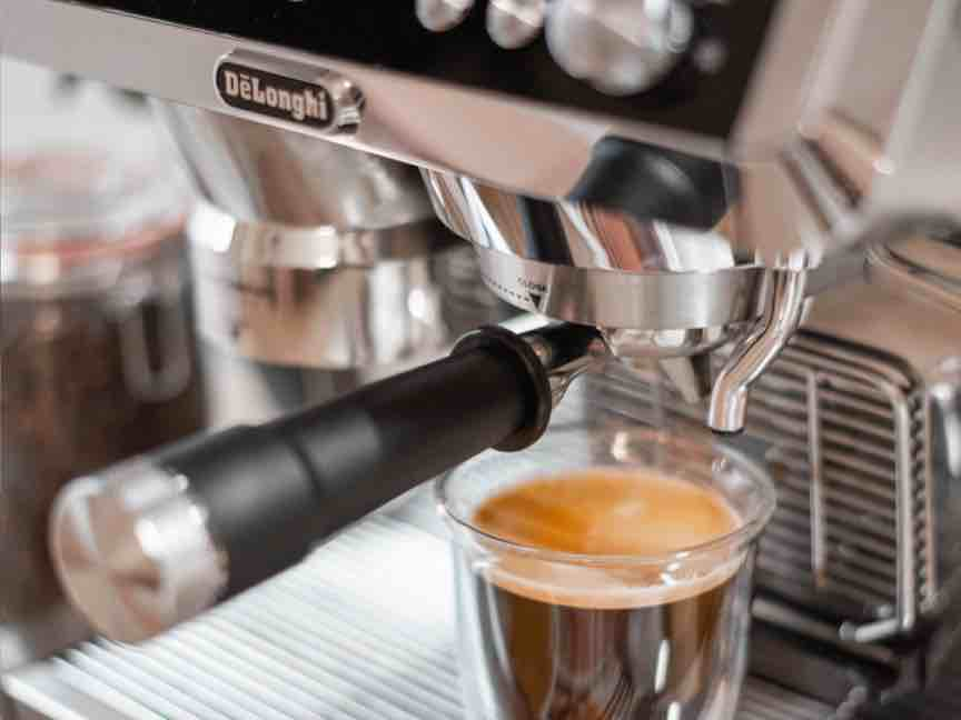 The easy way to become a pro - De'Longhi coffee machine